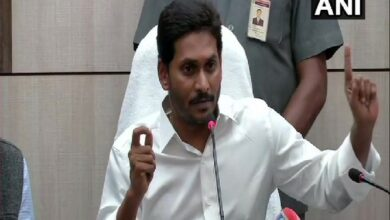 Photo of Jagan orders cops to shut down all belt shops by Oct 1