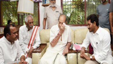 Photo of AP CM Jagan, ex-Union Minister Dattatreya pay tributes to Vijaya Nirmala