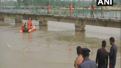 Photo of Lucknow: Vehicle carrying 29 passengers falls into canal; 7 children missing