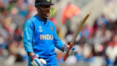 Photo of Dhoni criticised for 'baffling' approach against England
