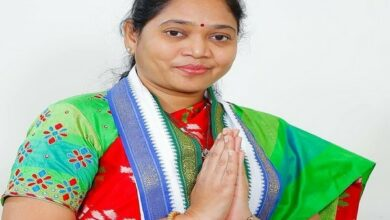 Photo of Andhra Home Min Sucharita thanks CM Jagan for keeping faith in Dalit woman