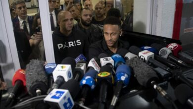 Photo of Neymar posts intimate pics of woman; defends self