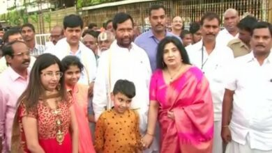 Photo of Union Minister Ram Vilas Paswan offers prayers at Tirupati temple