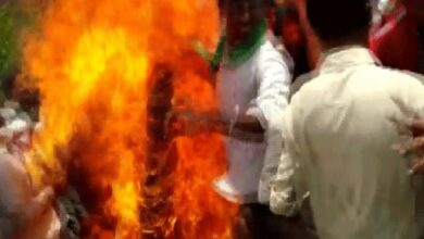 Photo of Four BJP workers sustain burn injuries while torching effigy