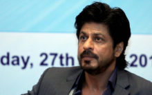 Netizens slam Shah Rukh Khan for wearing 'tilak' on Diwali