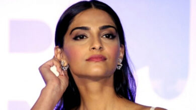 Photo of Sonam Kapoor scores 20 mn Instagram followers