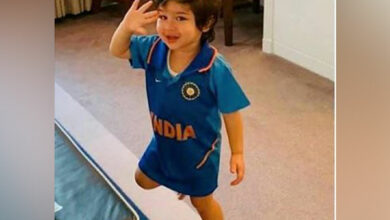 Photo of Adorable pic of Taimur celebrating India's victory over Pak takes internet by storm