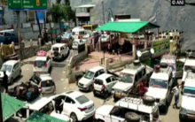 Chamoli-Badrinath highway jammed due to heavy influx of tourists