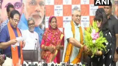 Photo of Bangladeshi popular actress joins BJP; silent when asked about citizenship