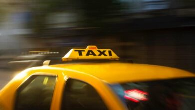 Photo of Cab driver Tariq Ahmed returns tourist's bag with valuables worth 10 lakhs