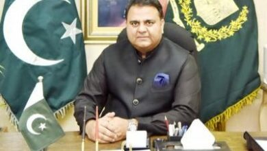 Photo of Pak journalist files complaint against minister Fawad Chaudhry for slapping him; Imran Khan takes note