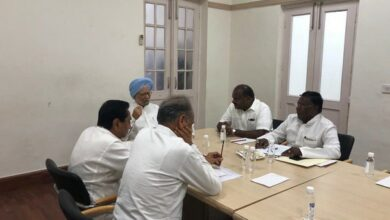 Photo of Ahead of NITI Aayog, Manmohan Singh meets Congress Chief Ministers