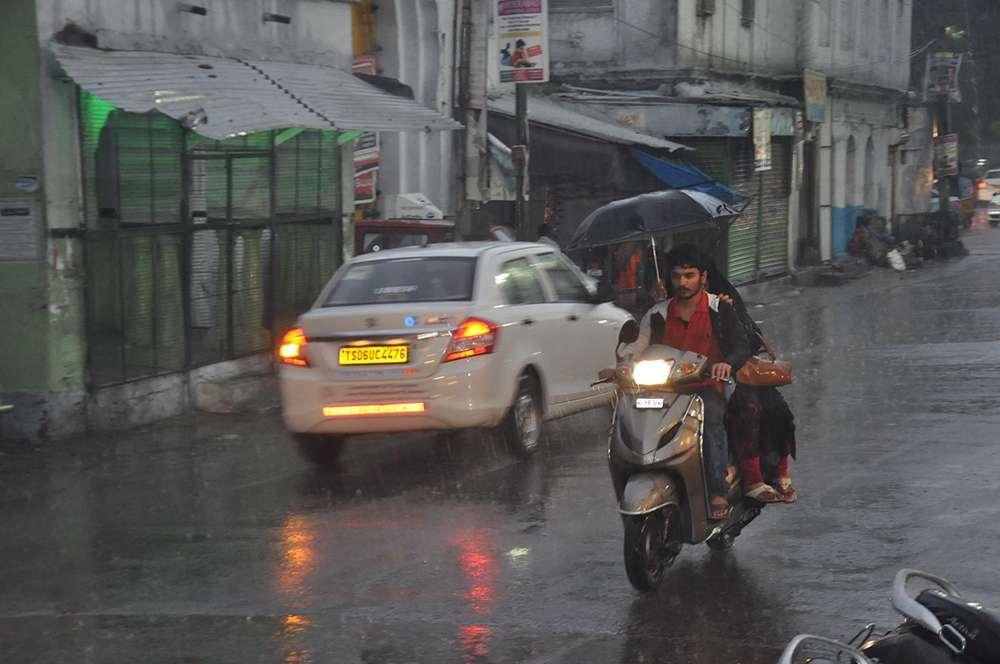 Heavy rain lashes Hyderabad, Temperature dips