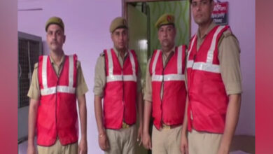 Photo of Ghaziabad police reactivates anti-Romeo squad with red jackets