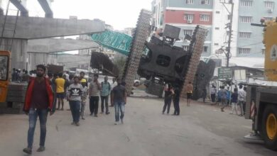 Photo of Crane tumbles down from Tolichowki bridge