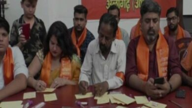 Photo of Hindu Mahasabha activists send letters written in blood to PM