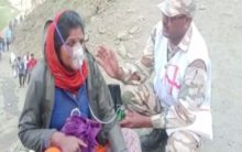 J-K: ITBP personnel administer oxygen to Amarnath pilgrims in Baltal