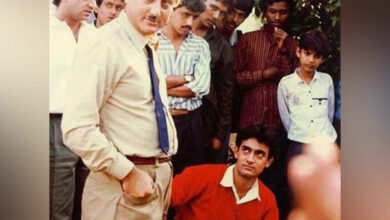 Photo of Anupam Kher shares throwback picture from sets of 'Dil'