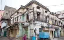 Merchants resist demolition of shops by GHMC