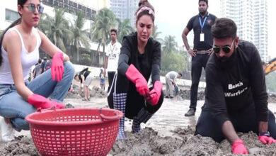 Photo of Esha Gupta participates in cleanliness drive