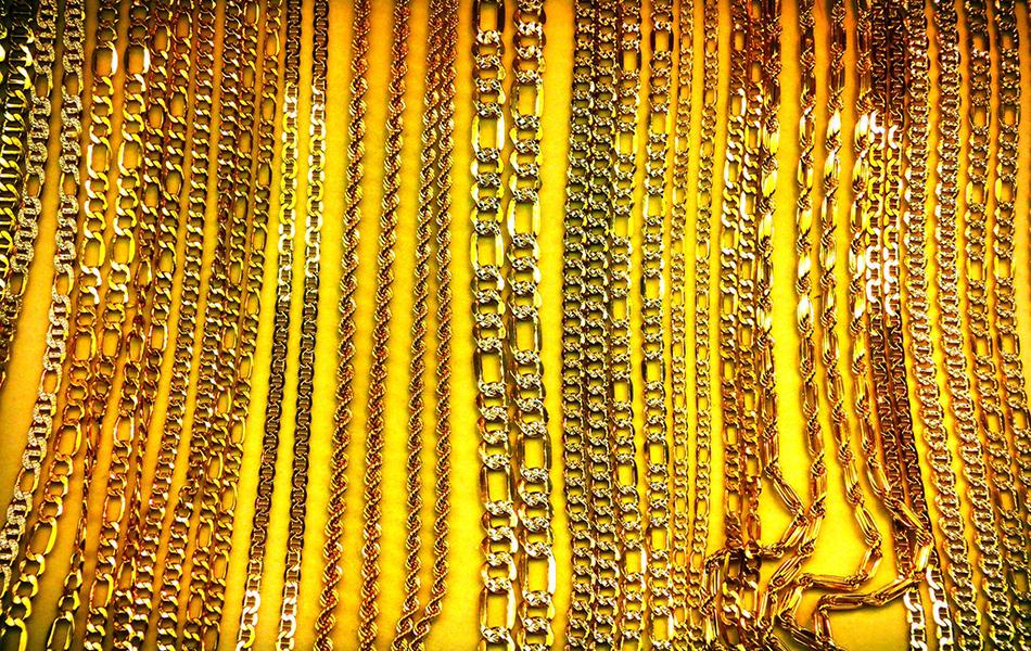 Hyderabad: Man amuses Yadadri locals, wears 5kg gold ornaments