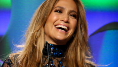 Photo of Jennifer Lopez slays the stripper life in 'Hustlers' trailer