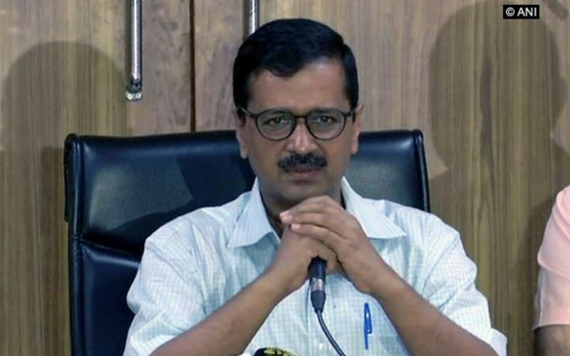 Kejriwal visits flood relief camps in Delhi