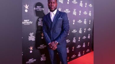 Photo of Kevin Hart gives a piece of advice to fellow comedians