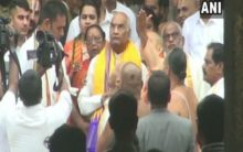 President offers prayers at Sri Vekateswara Swamy Temple in AP