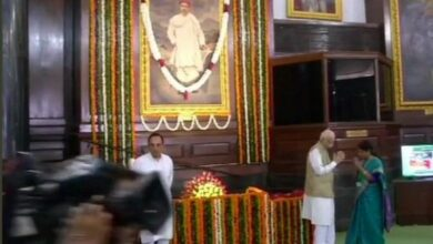 Photo of LK Advani pays tribute to Tilak on 163rd birth anniversary