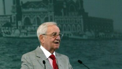 Photo of US auto industry legend Lee Iacocca dies age 94