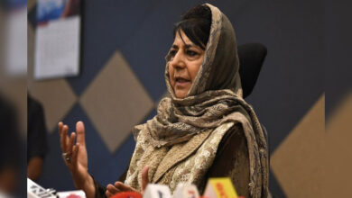 Photo of PDP worker shot at in Pulwama; Mufti condemns attack