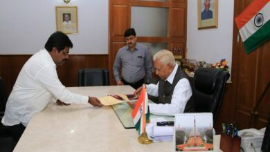 Photo of Karnataka: Inducted last month, Minister Nagesh resigns; offers support to BJP