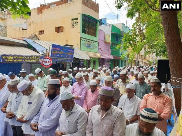 Hanuman Chalisa' recited on road to oppose 'namaaz' on