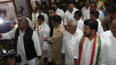 Photo of Telangana Congress leaders visit Secretariat; oppose construction