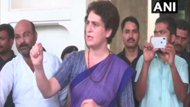 Photo of Sonbhadra firing: Priyanka sits on dharna again