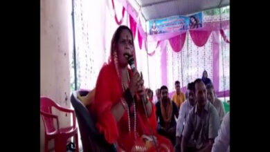 Photo of VHP leader Sadhvi Prachi triggers another controversy