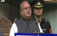 Rahul politicising Kashmir visit issue: Governor