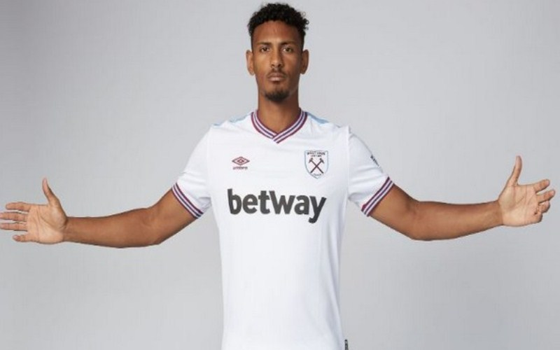 Sebastien Haller signs five-year contract with West Ham United