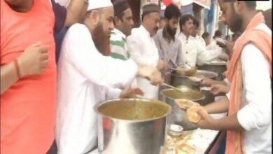 Photo of Aman Committee distributes food to Shobha Yatra participants in Delhi's Hauz Qazi area