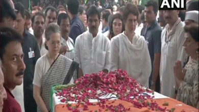 Photo of Sonia, Priyanka pay tributes to Sheila Dikshit