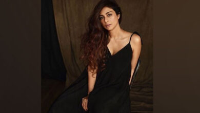 Photo of Tabu shares her first look from 'Jawaani Jaaneman'