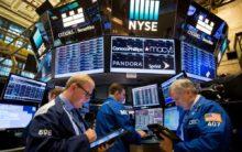 US stocks trade mixed amid earnings