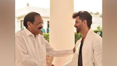 Photo of Hrithik Roshan thanks VP Naidu for his 'encouraging words'