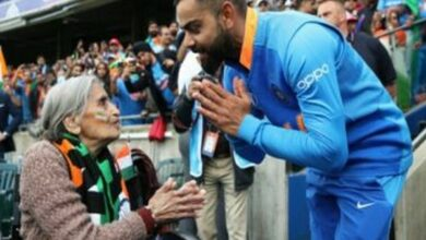 Photo of Virat Kohli meets 87-year-old 'most passionate' fan; takes her blessings
