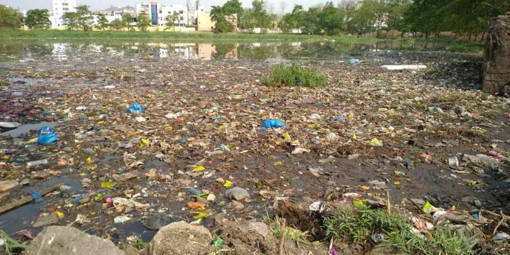 Langer Houz Lake that poisons air and water