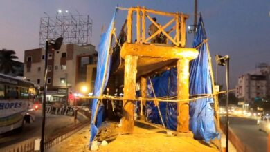 Photo of Lakdi ka pul gets its signature sculpture