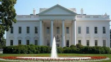 Photo of White House on lockdown due to potential airspace violation