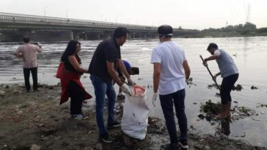 Photo of Newspaper hawkers take charge of cleaning Yamuna river banks