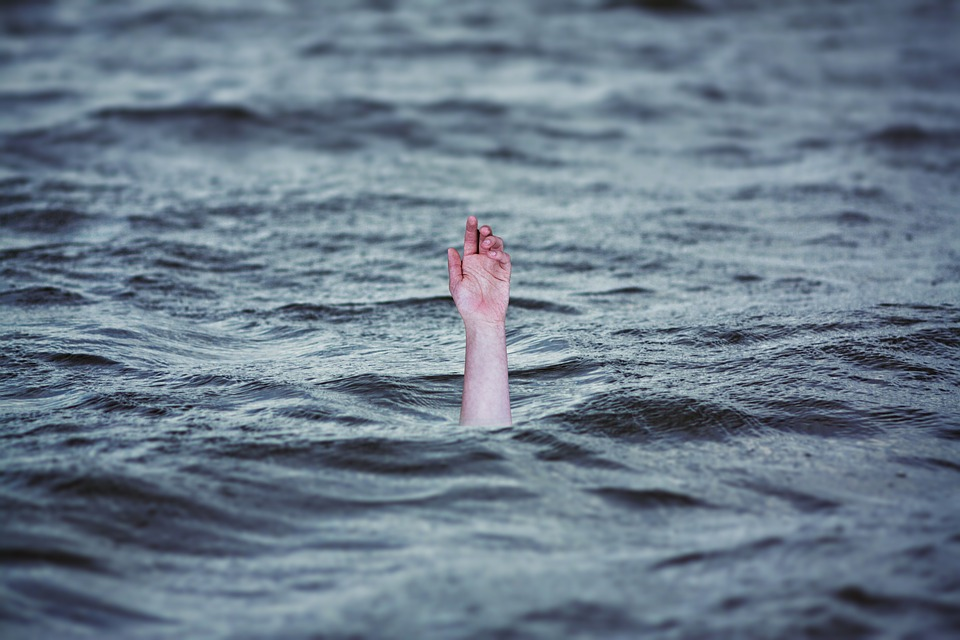 Hussain Sagar Lake turns into suicide spot for old couples